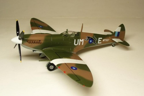 Spitfire Mk.VIII 1/72 AZ model