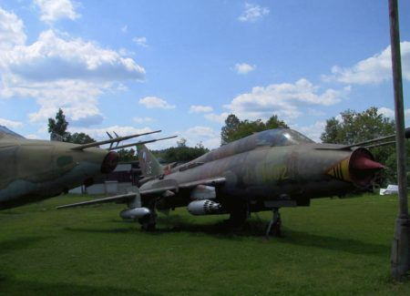 SUCHOJ SU-22 WALKAROUND