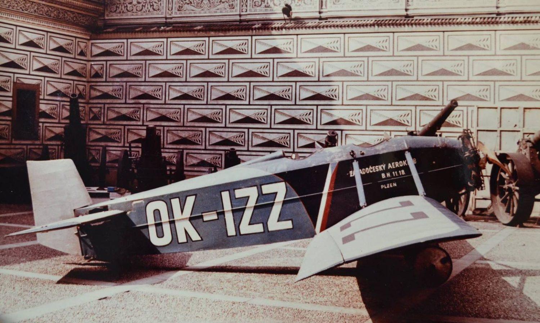OK-IZZ vystavený na Hradčanech