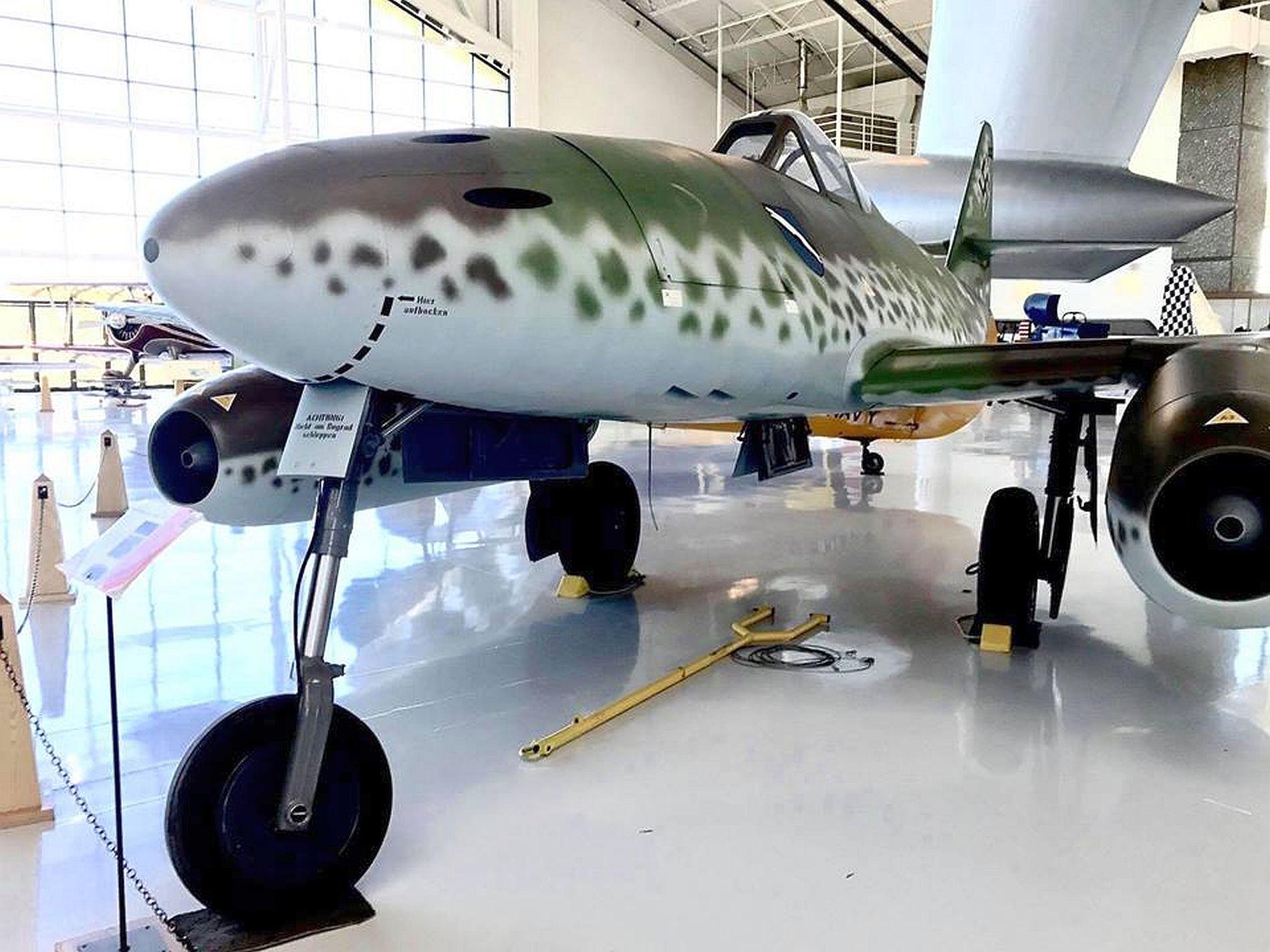 MESSERSCHMITT ME 262A WALKAROUND
