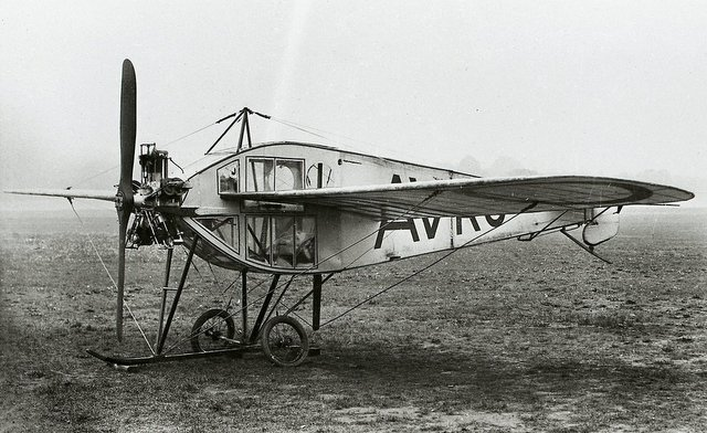 HISTORICKY PRVNÍ LETOUN S PLNĚ UZAVŘENOU KABINOU –  AVRO TYPE F / 1912