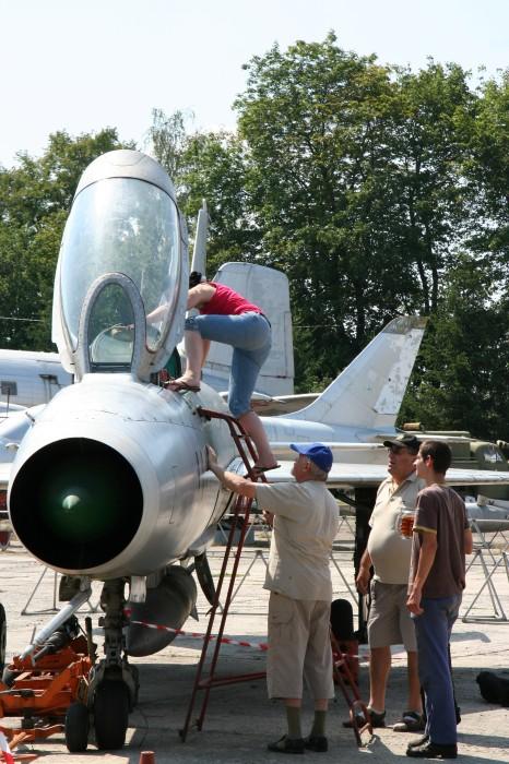"MiG-21F-13 č.1111 ""veverka"""
